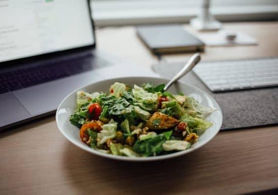 koolhydraatarme salade op het werk